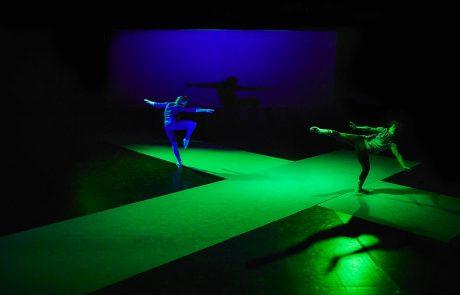 we want miles in a silent way ph. © Daniele Casadio - Dancers: Carolina Amoretti, Chiara Montalbani